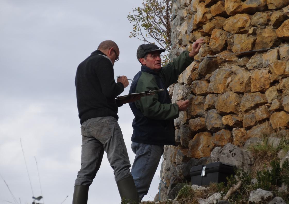 Relevé des pierres de la tour de flanquement
